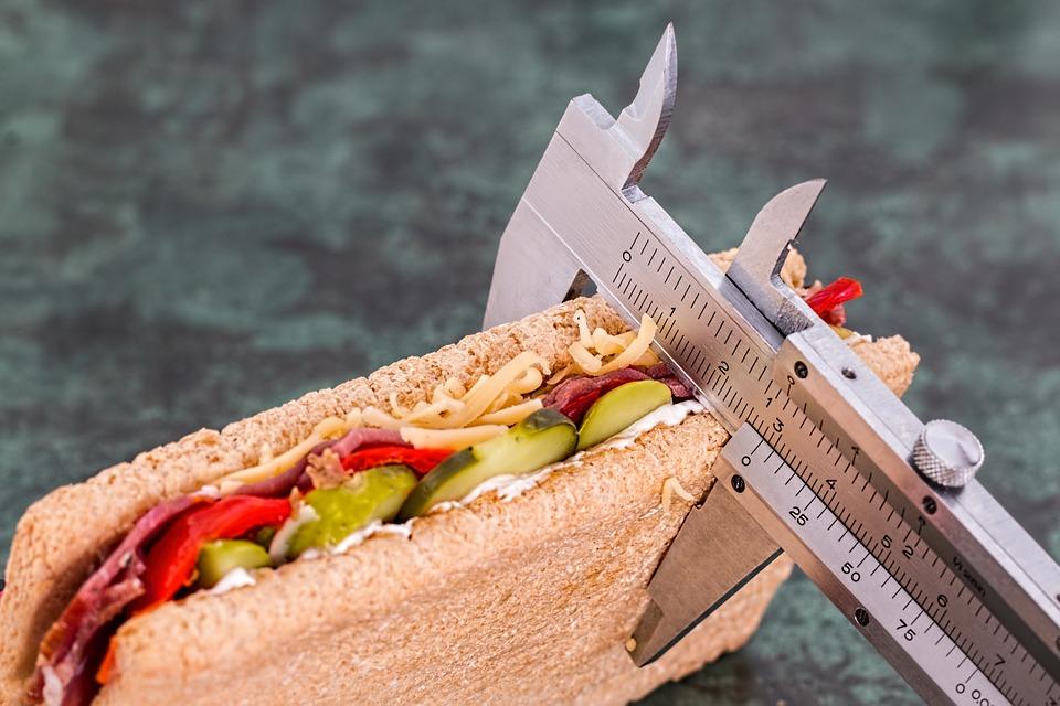 Sinun täytyy tehdä crunches toistojen välillä 15 ja 30, taukoja ultrashort 15 sekuntia.